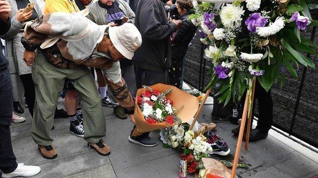 Болельщики организовали мемориал Брайанту