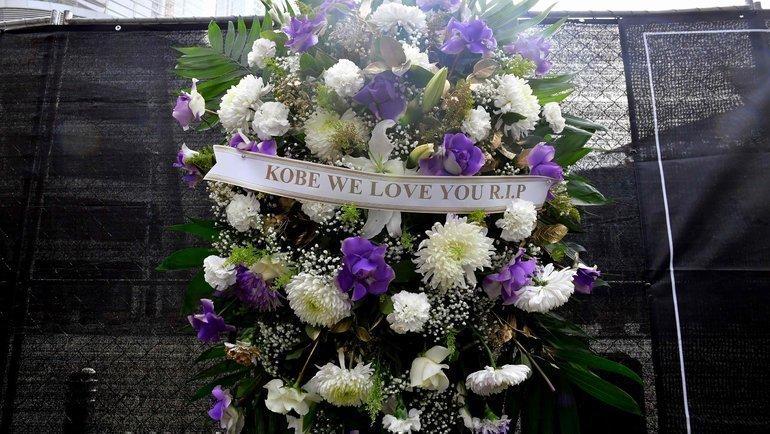 Мемориал устадиона «Лейкерс». Фото AFP