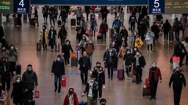 Большинство населения старается покинуть крупные города истрану напериод эпидемии. Фото AFP