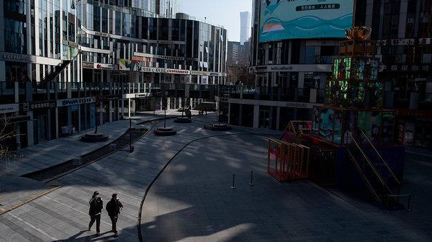 Улицы Пекина, где проживает больше 22 миллионов жителей, порой кажутся пустыми. Фото AFP