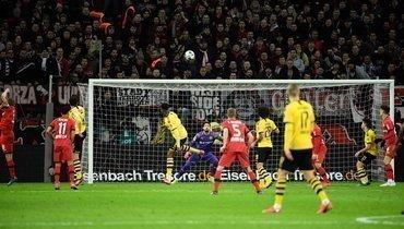 «Байер» идортмундская «Боруссия» забили 7 голов. Победу одержал клуб изЛеверкузена