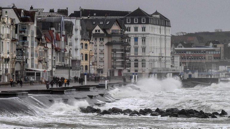 Природные катаклизмы сорвали футбольный уик-энд вЕвропе. Фото AFP