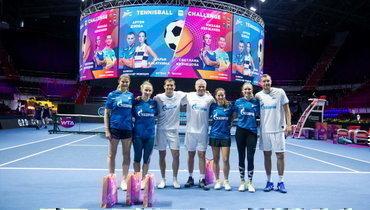 Дзюба, Медведев иКержаков сыграли втеннисбол накорте сКузнецовой, Сафиной иКасаткиной