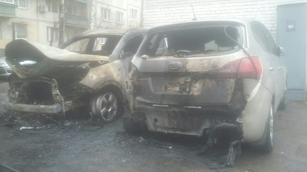 Сгоревший автомобиль. Фото Паблик «ДТП иЧП | Санкт-Петербург | Питер Онлайн | СПб»