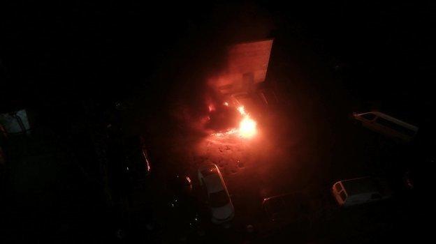 "Сгоревший автомобиль. Фото Паблик ""ДТП и ЧП | Санкт-Петербург | Питер Онлайн | СПб"""