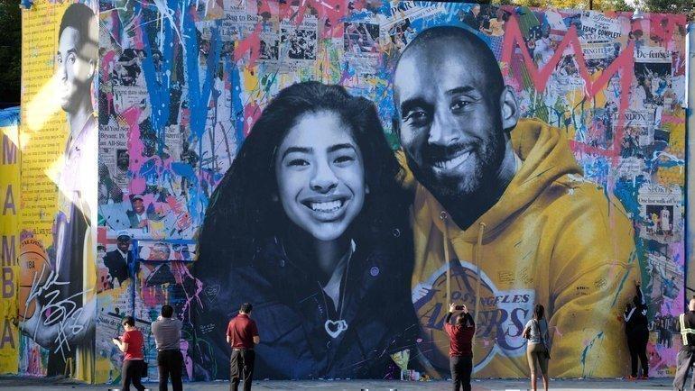 Граффити вчесть Коби Брайанта иего дочери вЛос-Анджелесе. Фото AFP