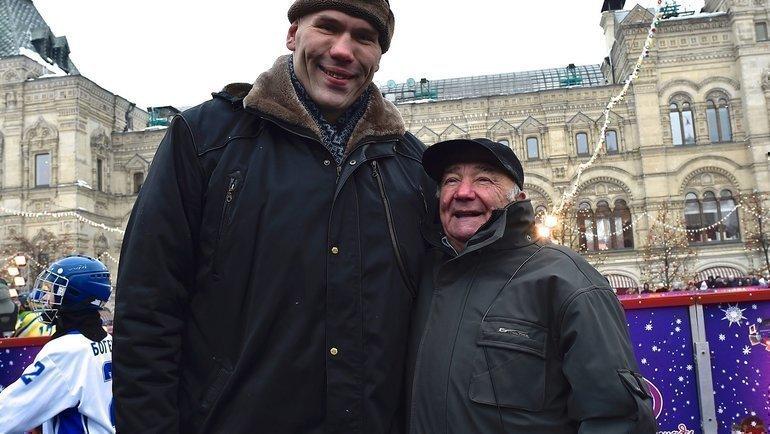 Михаил Осинцев (справа) иНиколай Валуев натрадиционном Турнире Патриарха наКрасной площади. Фото Валентин Кожуханцев