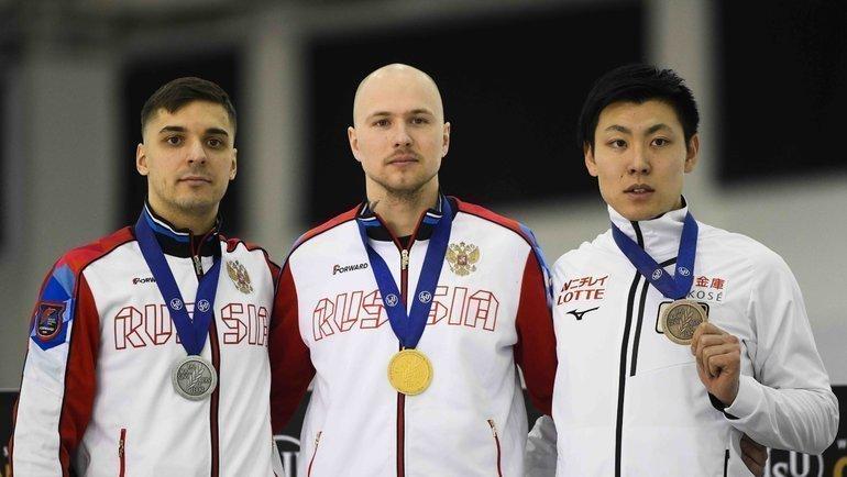 Павел Кулижников (вцентре), Руслан Мурашов (слева) иТацуя Синхама. Фото vk.com/russianskatingunion
