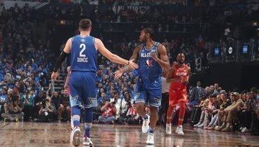 Команда Леброна победила команду Янниса вматче звезд НБА