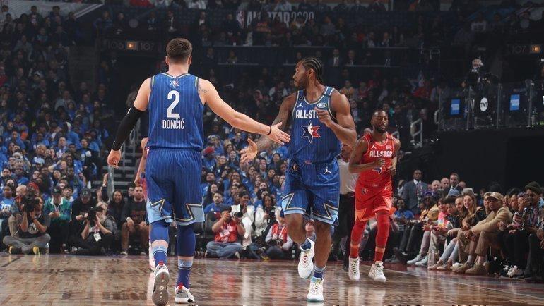 Команда Леброна Джеймса победила команду Янниса Адетокунбо вматче звезд НБА. Фото НБА