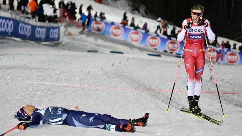 18февраля. Оре. Победитель спринта Йоханнес Клебо (справа) иФедерико Пеллегрино. Фото AFP