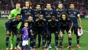 Футболисты «Арсенала» позвали наобщекомандное фото мальчика, который растерялся изабыл уйти споля