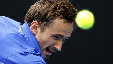Медведев проиграл французу Симону вчетвертьфинале турнира вМарселе