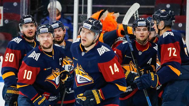 «Металлург» изМагнитогорска обеспечил себе место вплей-офф, напрофсоюзи игроков КХЛ хокккеисты подали вгенпрокуратору, вВХЛ начинается плей-офф