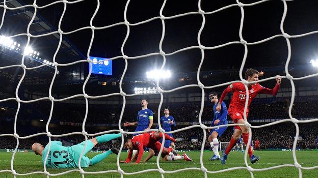 Бавария разгромила вЛиге чемпионов Челси 3:0, Наполи сыграл вничью сБарселоной 1:1, анализ первых матчей 1/8 финалаЛЧ