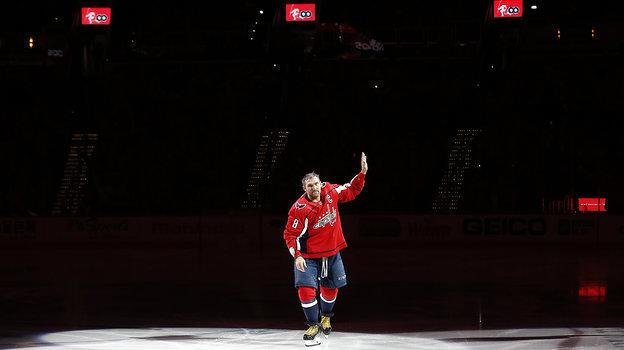 25февраля. Вашингтон. «Вашингтон»— «Виннипег»— 4:3. Александр Овечкин наторжественной церемонии. Фото Reuters