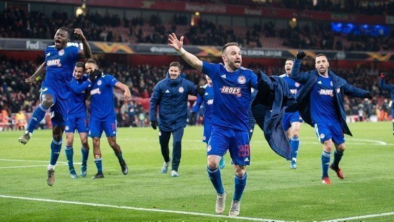 27февраля. Лондоно. «Арсенал»— «Олимпиакос»— 1:2. Греческая команда празднует победу. Фото УЕФА