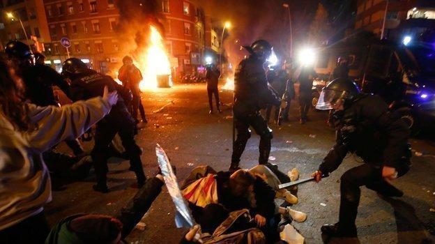 18 декабря 2019 года. Барселона. Бесорядки у стадиона. Фото AFP