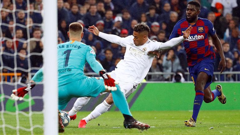 1марта. Мадрид. «Реал»— «Барселона»— 2:0. 90+2-я минута. Гол Мариано Диаса. Фото Reuters
