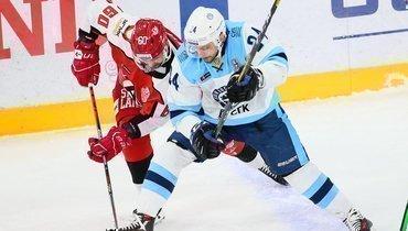 «Автомобилист» начал плей-офф КХЛ сдомашнего поражения от «Сибири».