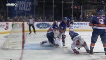 Серьезная травма защитника «Айлендерс» вматче против «Монреаля»