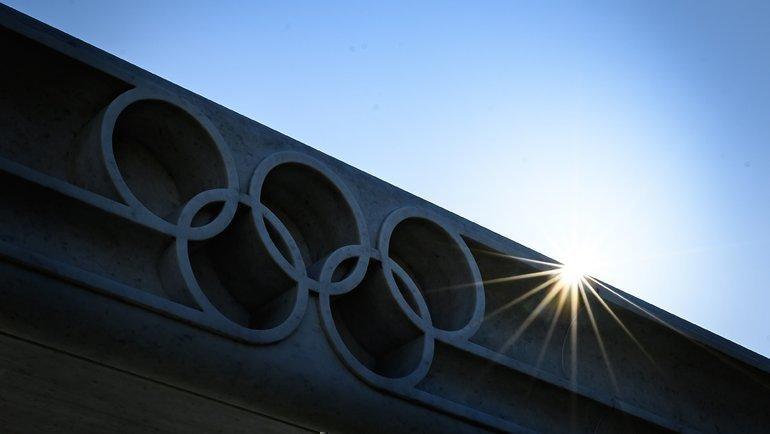 Олимпийские кольца нафасаде офиса МОК вЛозанне. Фото AFP