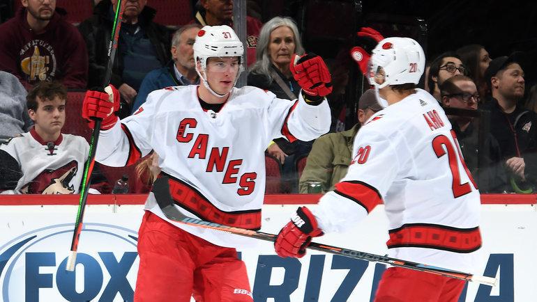 Андрей Свечников иСебастьян Ахо. Фото НХЛ