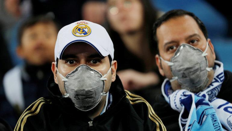 ВЕвропе из-за коронавируса проводят матчи без зрителей или переносятих. Фото Reuters