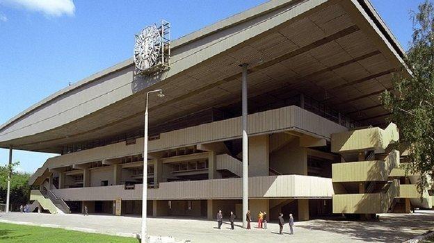 После трагедии арена подверглась реконструкции, были пристроены дополнительные выходы (на фото - справа и слева).