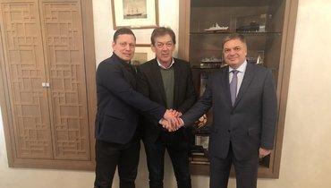 Нафото слева направо: гендиректор ФГР Лев Воронин, главный тренер сборной России Велимир Петкович, президент ФГР Сергей Шишкарев.
