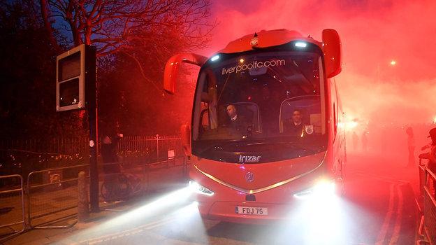 11марта. Автобус сигроками «Ливерпуля» прибывает настадион наигру с «Атлетико».