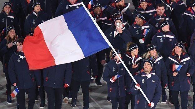 2018 год. Мартен Фуркад несет флаг своей страны нацеремонии открытия Олимпиады. Фото AFP