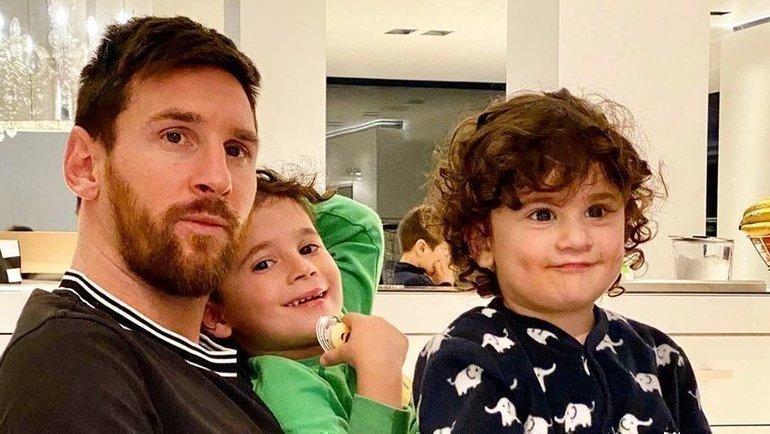 Лионель Месси ссыновьями сидит дома. Фото Instagram