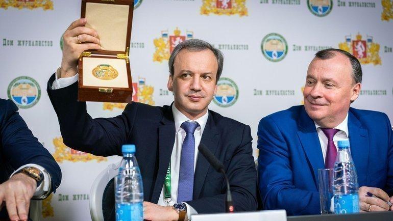 Президент Международной шахматной федерации Аркадий Дворкович ипервый заместитель губернатора Свердловской области Алексей Орлов.