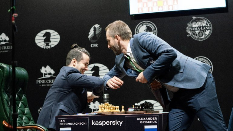 Ян Непомнящий и Александром Грищук. Фото Reuters