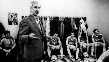 1986 год. Игорь Нетто руководит сборной шахматистов втоварищеском матче.