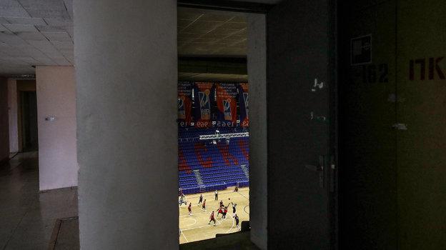 Зашироко открытыми дверями. Как ЦСКА играл сам ссобой