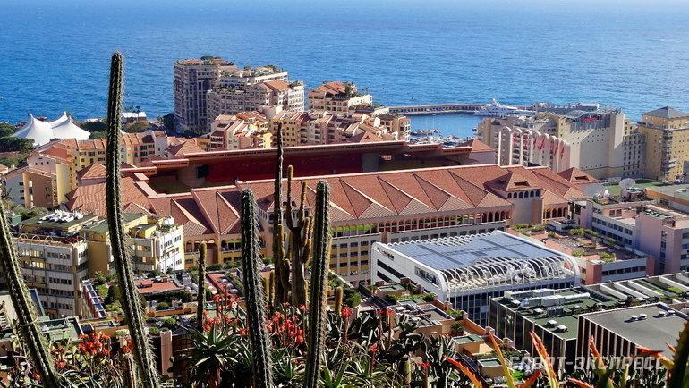 "Стадион ЛуиII врайоне Фонвьей, вдомах застадионом живут многие игроки «Монако» исам Головин. Фото Александр Бобров, ""СЭ"""