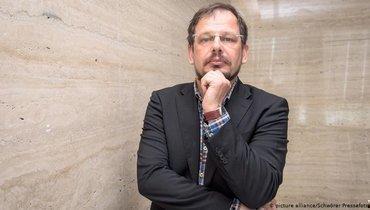 Зеппельт считает, что МОК может специально затягивать спереносом Игр