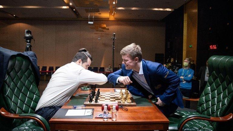 Кирилл Алексеенко иЯнНепомнящий. Фото FIDE
