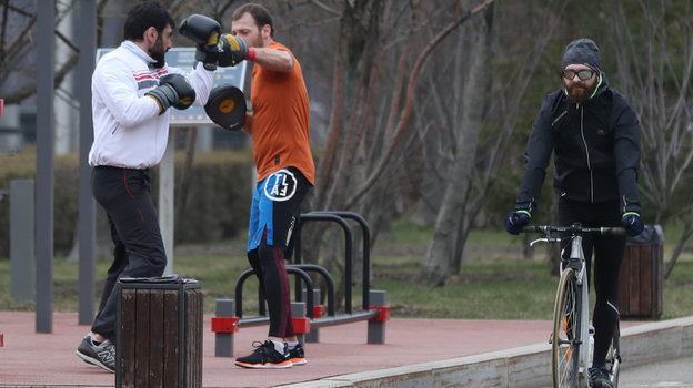 29марта. Москва. Занятия спортом вЛужниках популярны улюбителей здорового образа жизни.
