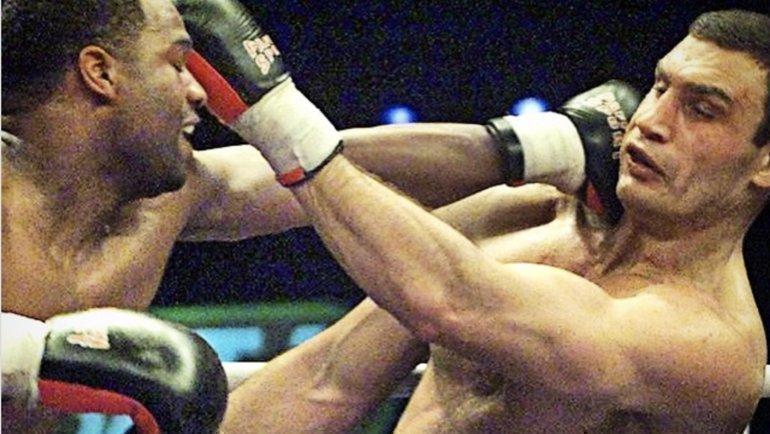 1апреля 2000 года. Берлин. Крис Берд против Виталия Кличко. Фото boxingnewsonline.net