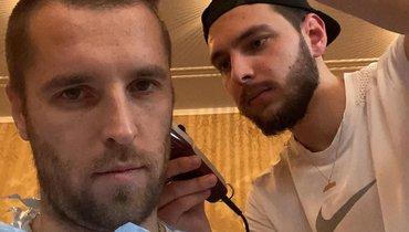 Дмитрий Комбаров коротко подстригся ипризвал брата последовать его примеру