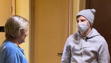 «Перед сменой ему измерили температуру, выдали маску иперчатки». Аршавин поработал курьером