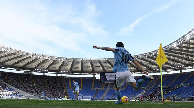 Чемпионат Италии может вернуться вконце мая, нозрителям придется подождать до2021 года. Фото Reuters