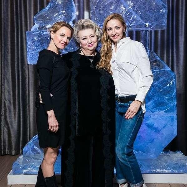 (слева-направо Екатерина Гордеева, Татьяна Тарасова иТатьяна Навка). Фото Instagram