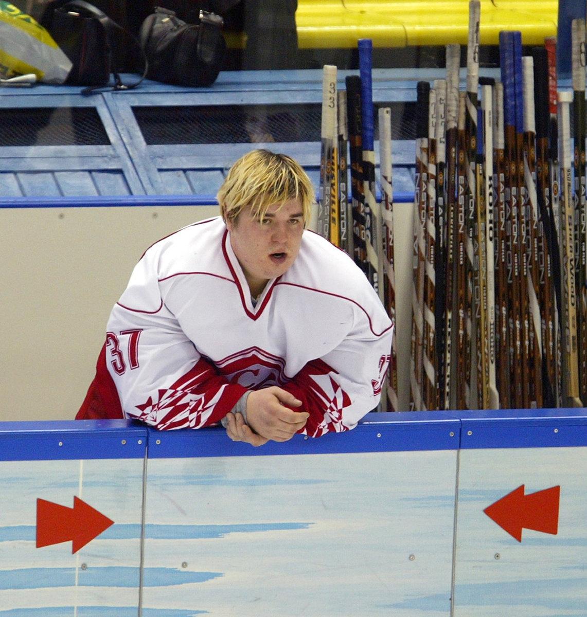 Удивительная история золотого мальчика российского хоккея. Сыграл за «Спартак» в15, феерил наМЧМ, апотом пропал