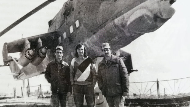 Юрий Давыдов (в центре) в Афганистане. Фото из архива Юрия Давдова