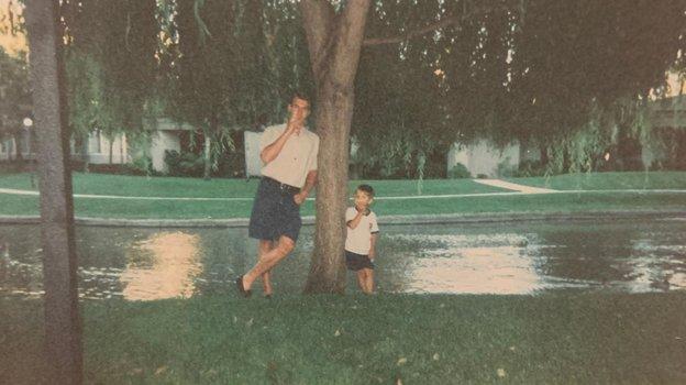 «Неверю, что отец выпрыгнул изокна сам. Барыги ему «помогли». Трагическая история хоккеиста Егорова врассказе его сына