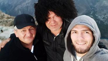 Олег Тактаров (вцентре) иХабиб Нурмагомедов.
